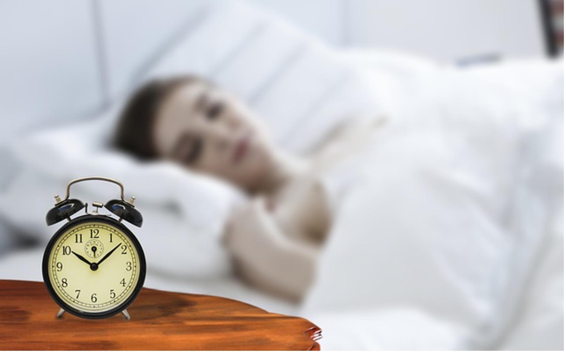 ベッド周りを便利に快適にしておうち時間を過ごしやすくする4デバイス