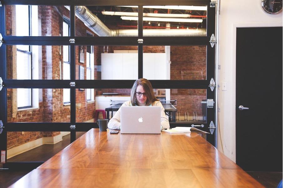 PCを持って外で仕事をする際に持っておく別4つのアイテム